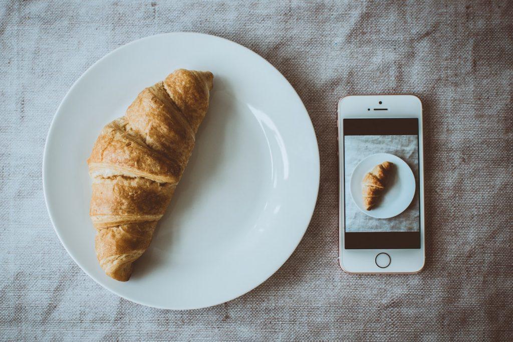 Croissant selfie - brand marketing strategy